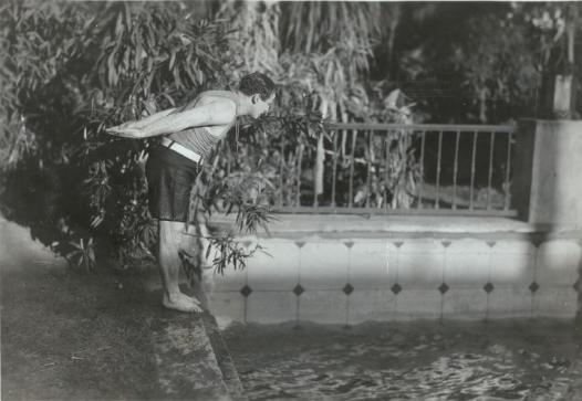 Houdini walked the gardens swam in the pool at 2400 laurel canyon for Laurel municipal swimming pool